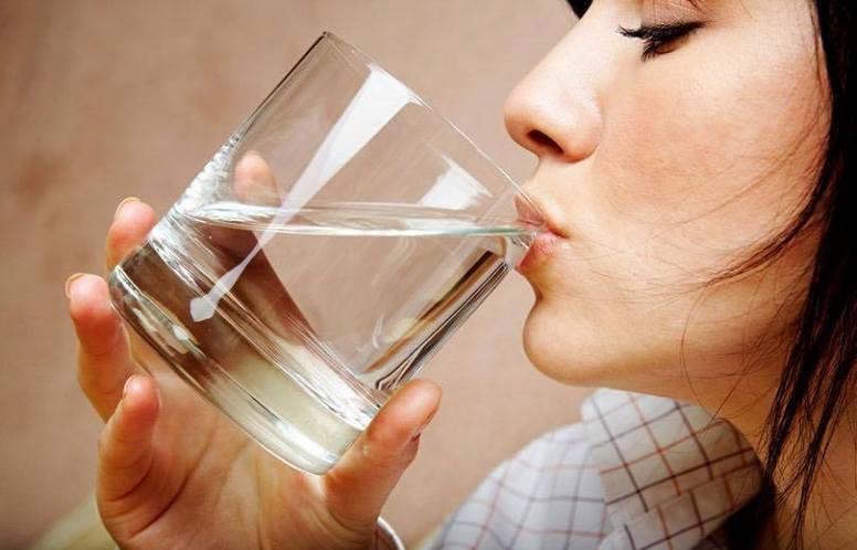 स्वस्थ रहन पानी कति पिउने